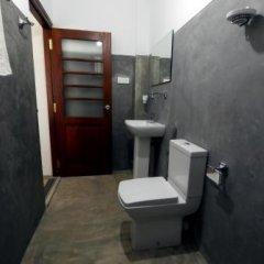 Отель Knight Inn Шри-Ланка, Галле - отзывы, цены и фото номеров - забронировать отель Knight Inn онлайн ванная