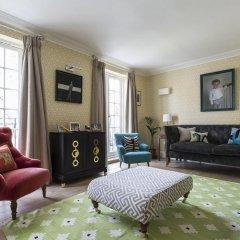 Апартаменты Onefinestay - Holland Park Apartments Лондон комната для гостей фото 2