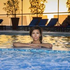 Отель Towers Rotana бассейн