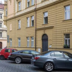 Апартаменты Charming Two-Bedroom Apartment Next To The Emmaus Abbey Прага парковка
