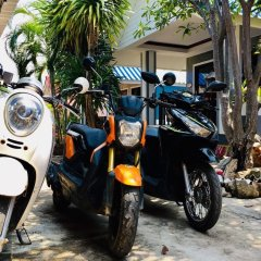 Отель Poopreaw Resort парковка