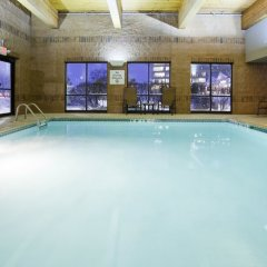 Отель Holiday Inn Express & Suites Bloomington - Mpls Arpt Area West Блумингтон бассейн фото 3