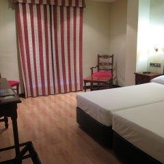 Отель Virgen de los Reyes Испания, Севилья - 2 отзыва об отеле, цены и фото номеров - забронировать отель Virgen de los Reyes онлайн комната для гостей фото 3