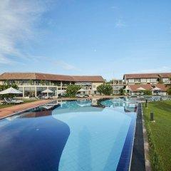 Отель The Calm Resort & Spa бассейн