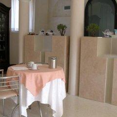 Отель Albergo Villa Alessia Кастель-д'Арио гостиничный бар