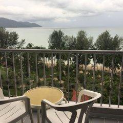 Отель Bayview Beach Resort Малайзия, Пенанг - 6 отзывов об отеле, цены и фото номеров - забронировать отель Bayview Beach Resort онлайн балкон