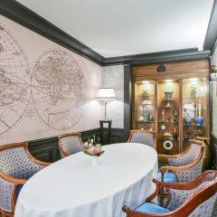 Отель Maison Astor Paris, Curio Collection by Hilton в номере фото 2
