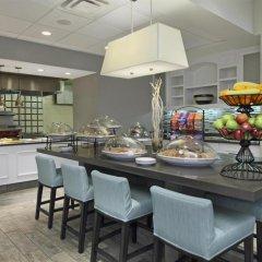 Отель Hampton Inn & Suites Columbus/University Area гостиничный бар