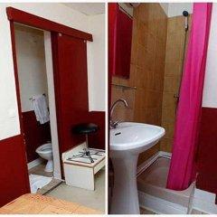 Hotel Du Pont Neuf Париж ванная