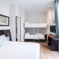 Отель Petit Palace Plaza de la Reina сейф в номере