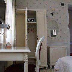 Отель Green House Butik Otel сейф в номере