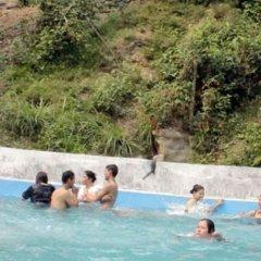 Отель Taj Riverside Resort and Adventure Непал, Катманду - отзывы, цены и фото номеров - забронировать отель Taj Riverside Resort and Adventure онлайн бассейн