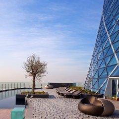 Отель Andaz Capital Gate Abu Dhabi – a concept by Hyatt бассейн фото 3