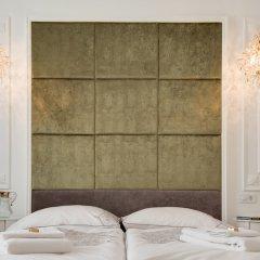 Отель Chestnut Suite - Luxury Home Downtown сейф в номере