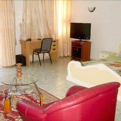 Отель Hilary Hotel Республика Конго, Пойнт-Нуар - отзывы, цены и фото номеров - забронировать отель Hilary Hotel онлайн комната для гостей