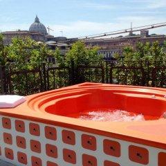 Orange Hotel бассейн