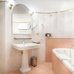 Отель U Krale Karla Чехия, Прага - 4 отзыва об отеле, цены и фото номеров - забронировать отель U Krale Karla онлайн ванная