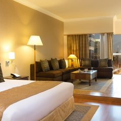 Отель Crowne Plaza Dubai ОАЭ, Дубай - отзывы, цены и фото номеров - забронировать отель Crowne Plaza Dubai онлайн комната для гостей