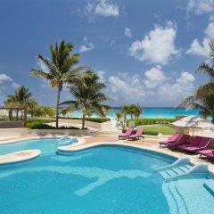 Отель Reflect Krystal Grand Cancun бассейн