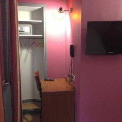 Отель Smart Place Paris Gare du Nord by Hiphophostels сейф в номере