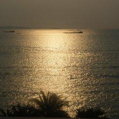 Отель The Beach Front Resort Pattaya пляж фото 2
