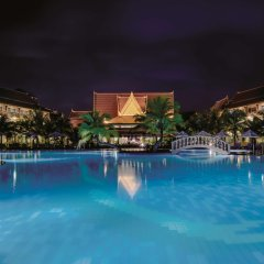 Отель Sokha Beach Resort бассейн
