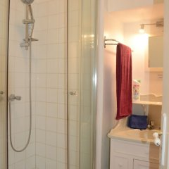 Отель Private Room 1 Old Town Beach Parking ванная фото 2