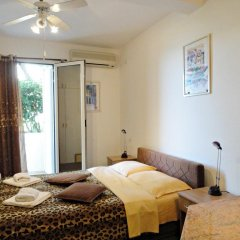 Отель Sun Rose Apartments Черногория, Свети-Стефан - отзывы, цены и фото номеров - забронировать отель Sun Rose Apartments онлайн комната для гостей фото 2
