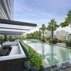 Отель Holiday Inn Bangkok Sukhumvit Бангкок бассейн фото 2