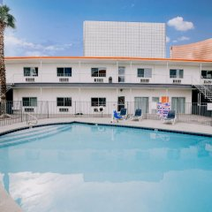 Отель Siegel Select Convention Center США, Лас-Вегас - отзывы, цены и фото номеров - забронировать отель Siegel Select Convention Center онлайн бассейн