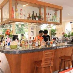 Отель Sea Breeze Jomtien Resort гостиничный бар