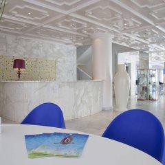 Hotel JS Can Picafort интерьер отеля