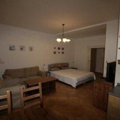 Апартаменты Apartment Stare Mesto Anenska комната для гостей фото 4