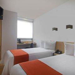 Отель One Patriotismo Мехико комната для гостей фото 2