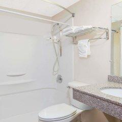 Отель Days Inn by Wyndham Great Bend США, Хойзингтон - отзывы, цены и фото номеров - забронировать отель Days Inn by Wyndham Great Bend онлайн ванная