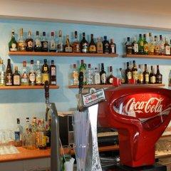 Отель Estudios Vistamar Испания, Эс-Мигхорн-Гран - отзывы, цены и фото номеров - забронировать отель Estudios Vistamar онлайн гостиничный бар