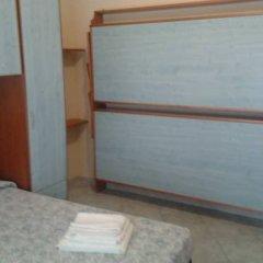 Hotel Villa Cicchini Римини сейф в номере