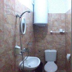 Отель East Gate Guest Rooms Болгария, Пловдив - отзывы, цены и фото номеров - забронировать отель East Gate Guest Rooms онлайн ванная