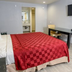 Отель Hollywood Inn Express LAX сейф в номере