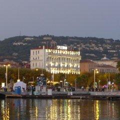 Отель Splendid Cannes Франция, Канны - 8 отзывов об отеле, цены и фото номеров - забронировать отель Splendid Cannes онлайн приотельная территория фото 2