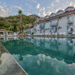Majestic Hotel бассейн