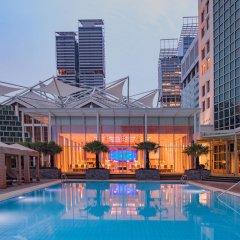 Отель Conrad Centennial Singapore Сингапур, Сингапур - 1 отзыв об отеле, цены и фото номеров - забронировать отель Conrad Centennial Singapore онлайн бассейн фото 2