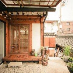Отель Bukchonmaru Hanok Guesthouse балкон
