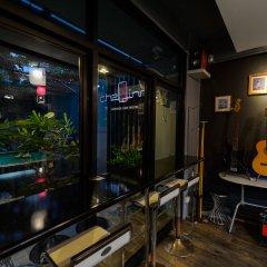 Хостел CheQinn Бангкок гостиничный бар