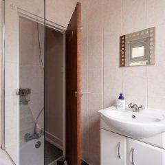 Отель Хостел Bloomsbury Rooms with Shared Bathrooms Великобритания, Лондон - отзывы, цены и фото номеров - забронировать отель Хостел Bloomsbury Rooms with Shared Bathrooms онлайн ванная