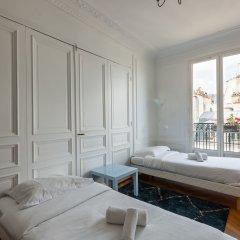 Отель Balcony Bliss steps from the Bois de Boulogne комната для гостей фото 4