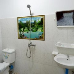Отель Naung Yoe Motel Мьянма, Пром - отзывы, цены и фото номеров - забронировать отель Naung Yoe Motel онлайн ванная