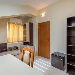 Апартаменты 1 Bedroom Apartment in Dafinka Guest House Равда сейф в номере