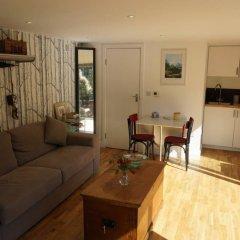 Апартаменты Architect-designed Garden Studio комната для гостей фото 3