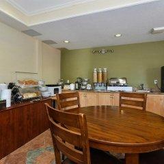 Отель Canadas Best Value Inn Langley Лэнгли фото 6